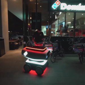 डोमिनोज ने पेश किया दुनिया का पहला पिज्जा डिलीवरी रोबोट